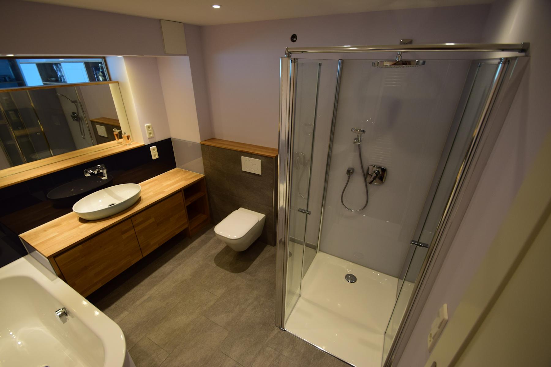 badezimmer modern und stylisch willkommen bei schiffbauer bad und wohnraumgestaltung mit keramik. Black Bedroom Furniture Sets. Home Design Ideas